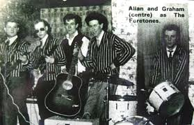 Graham e Allan (ao centro) e The Fourtones: primórdios