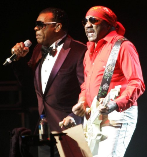 Ronnie e Ernie: levando adiante o legado dos Isley BrothersCrédito: http://www.chicagonow.com/eye-tunes/files/2012/02/The-Isley-Brothers-2-624x668.jpg