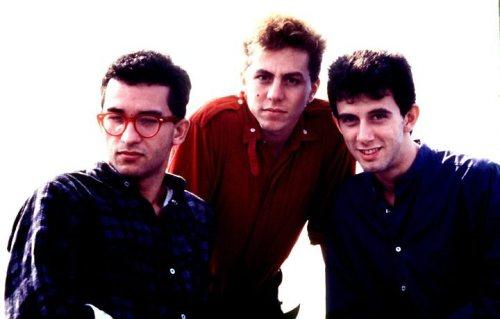 1989: cosnolidando o sucesso com o álbum Big Bang crédito: http://sataclamametal.blogspot.com.br/2013/03/os-paralamas-do-sucesso-big-bang.html