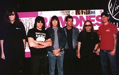 Ramones Family: seis músicos que fizeram parte da saga ramônica crédito: http://www.kauhajoki.fi/~jplaitio/gigs/ramone14.jpg