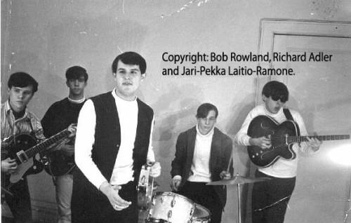 Tangerine Puppets: o início para Johnny (o último da direita) e Tommy Ramone (o primeiro á esquerda) crédito: Bob Rowland, Richard Adler, Kari-Pekka, Laitio-Ramone