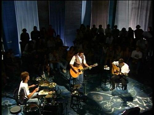 Acústico MTV com Legião Urbana crédito: http://assets-cache02.flogao.com.br/s42/07/05/05/396/10922053.jpg
